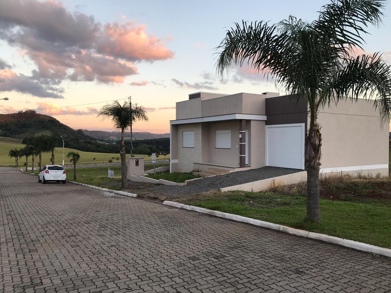 CASA DE ALVENARIA 142 M², 3 DORMITÓRIOS, LOTEAMENTO ENIO CASAGRANDE